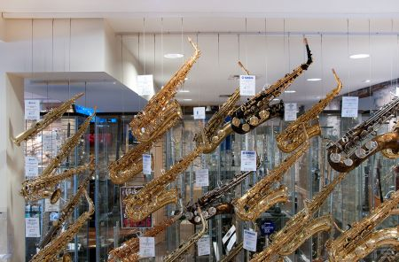 Music store uses Hanging System for merchandising